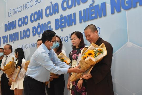 Ấm áp lễ trao học bổng Báo Người Lao Động cho con công nhân - Ảnh 5.
