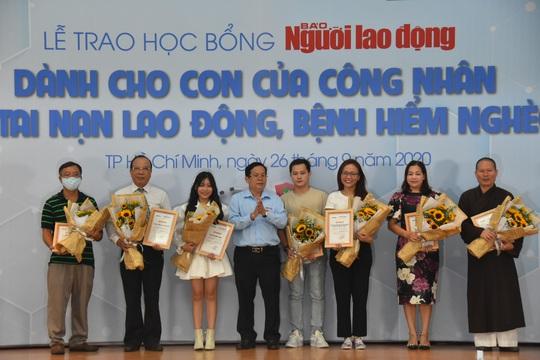Ấm áp lễ trao học bổng Báo Người Lao Động cho con công nhân - Ảnh 4.
