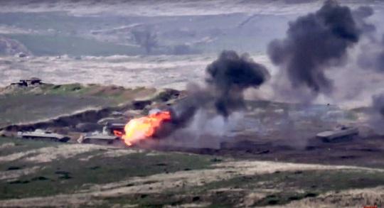 Armenia - Azerbaijan giao tranh ác liệt, bắn rơi cả trực thăng - Ảnh 1.