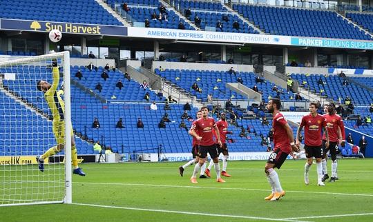 Hưởng phạt đền khi trận đấu đã kết thúc, Man United ngược dòng điên rồ trước Brighton - Ảnh 1.