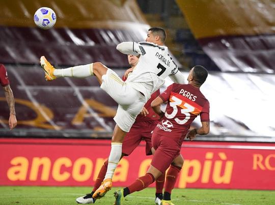Ronaldo lập cú đúp giúp Juventus thoát thua - Ảnh 2.