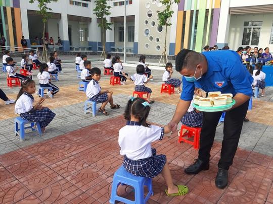 Báo Người Lao Động trao 285 phần quà trung thu cho trẻ em nghèo Cần Thơ - Ảnh 11.