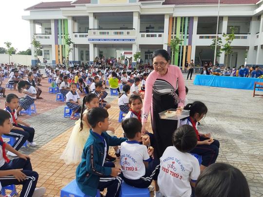 Báo Người Lao Động trao 285 phần quà trung thu cho trẻ em nghèo Cần Thơ - Ảnh 13.