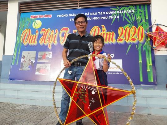 Báo Người Lao Động trao 285 phần quà trung thu cho trẻ em nghèo Cần Thơ - Ảnh 18.
