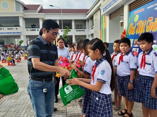 Báo Người Lao Động trao 285 phần quà trung thu cho trẻ em nghèo Cần Thơ - Ảnh 19.