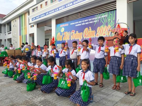 Báo Người Lao Động trao 285 phần quà trung thu cho trẻ em nghèo Cần Thơ - Ảnh 21.