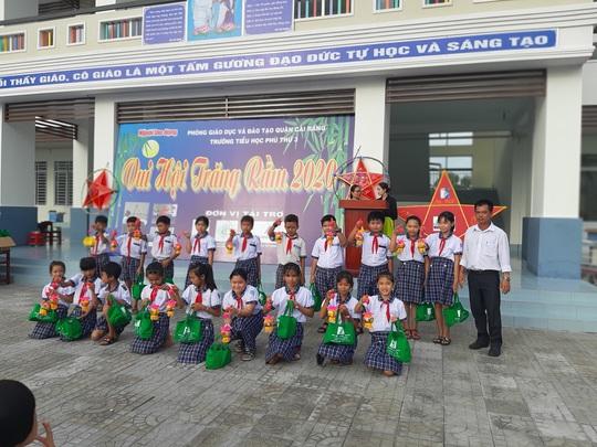 Báo Người Lao Động trao 285 phần quà trung thu cho trẻ em nghèo Cần Thơ - Ảnh 25.