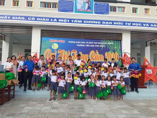 Báo Người Lao Động trao 285 phần quà trung thu cho trẻ em nghèo Cần Thơ - Ảnh 30.