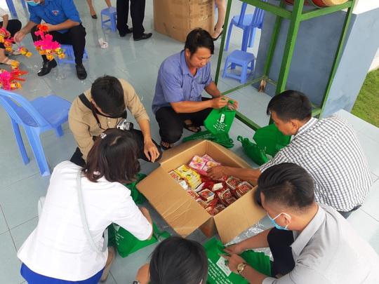 Báo Người Lao Động trao 285 phần quà trung thu cho trẻ em nghèo Cần Thơ - Ảnh 6.