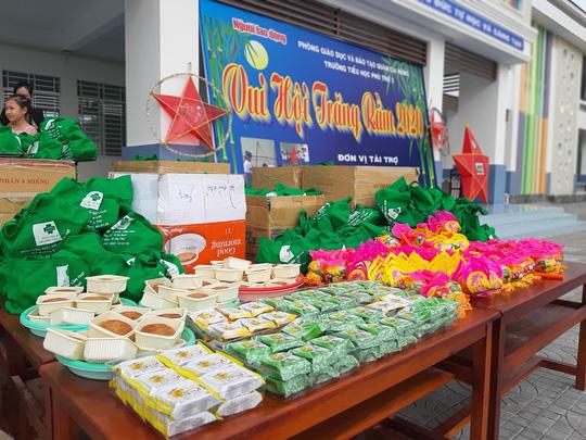 Báo Người Lao Động trao 285 phần quà trung thu cho trẻ em nghèo Cần Thơ - Ảnh 8.