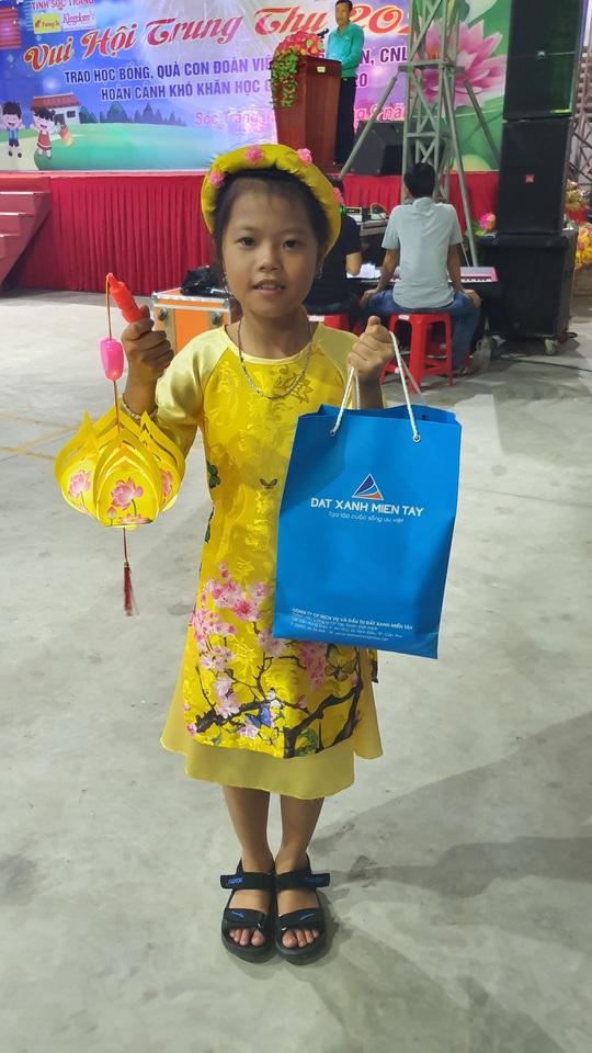 """Ấm áp đêm """"Vui hội trung thu"""" với trẻ em nghèo Sóc Trăng, Tiền Giang - Ảnh 19."""