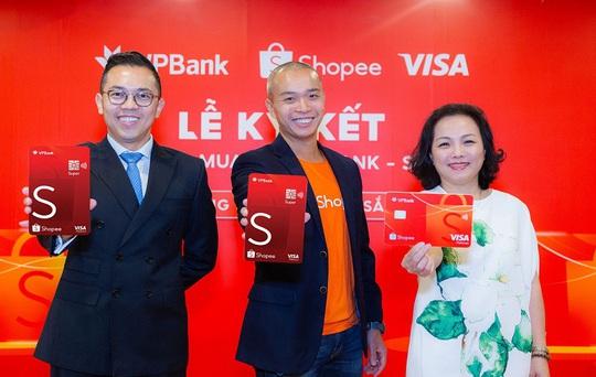 Thẻ tín dụng VPBank - Shopee ưu đãi miễn phí vận chuyển và hoàn tiền lên đến 10% suốt cả năm - Ảnh 2.