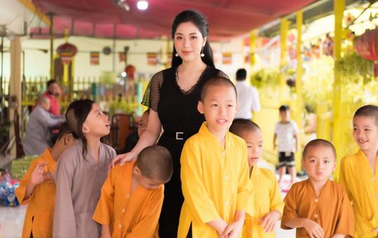 Tô Diệp Hà mang Trung thu ấm áp cho trẻ em cơ nhỡ - Ảnh 2.