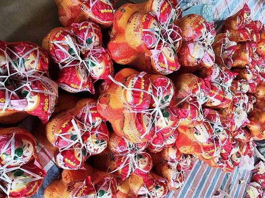 Bưởi Trung Quốc ruột đỏ au, vỏ vàng không hạt, ngày bán cả tấn - Ảnh 1.