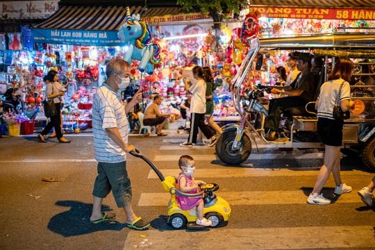 Tìm về Trung Thu tuổi thơ ở phố cổ Hà Nội - Ảnh 12.