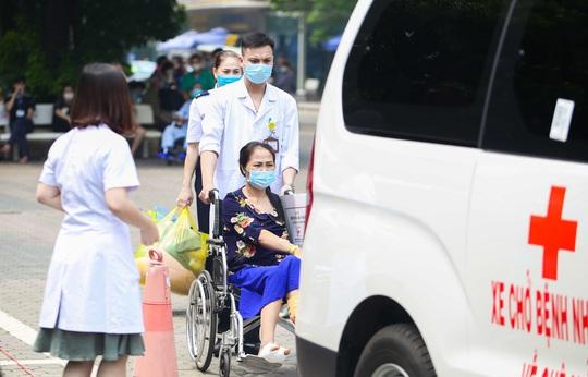 Ông Đoàn Ngọc Hải đưa bệnh nhân từ Hà Nội về Hà Giang: Khi nào yếu, mệt tôi sẽ nghỉ - Ảnh 8.