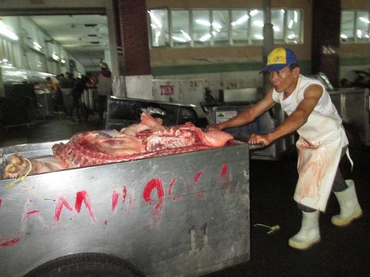 Giá thịt heo bất ngờ tăng trở lại sau khi giảm xuống thấp nhất 3 tháng qua - Ảnh 1.