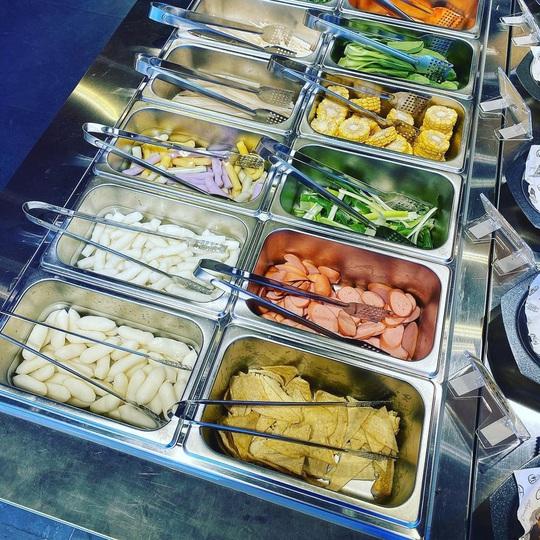 4 điểm ăn buffet giá dưới 200.000 đồng tại TP HCM - Ảnh 1.