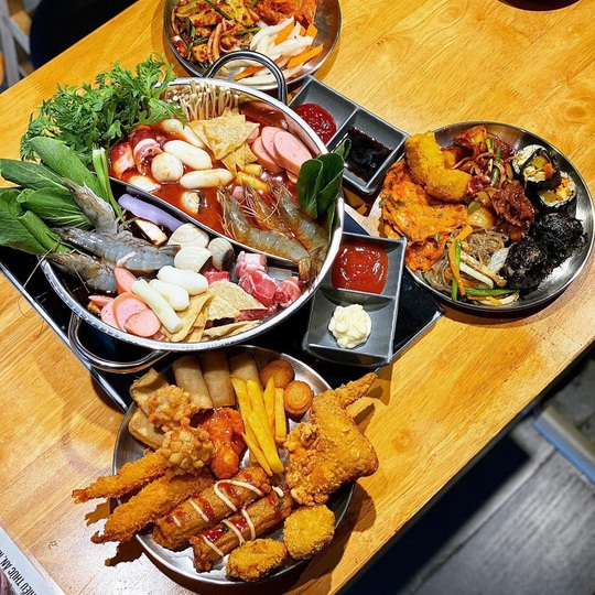 4 điểm ăn buffet giá dưới 200.000 đồng tại TP HCM - Ảnh 3.