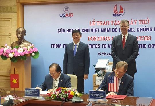 Mỹ trao tặng Việt Nam 100 máy thở hỗ trợ phòng chống Covid-19 - Ảnh 1.