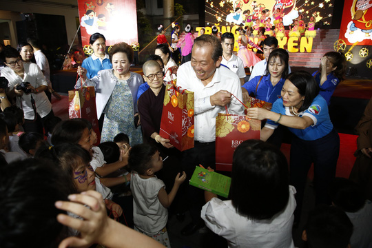 Tập đoàn BRG góp Trăng Bình yên tới trẻ em có hoàn cảnh đặc biệt - Ảnh 1.