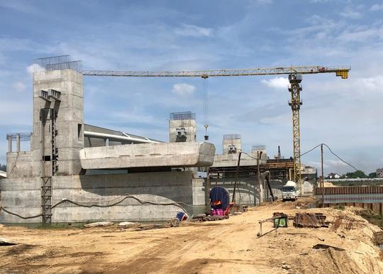 Chủ tịch Quảng Ngãi: Kinh tế Quảng Ngãi đang thua xa các tỉnh trong khu vực - Ảnh 1.