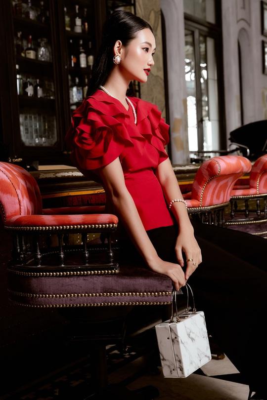 Quỳnh Anh hóa đóa hồng quyến rũ trong các thiết kế mới của Elise - Ảnh 2.