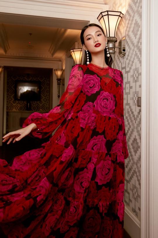 Quỳnh Anh hóa đóa hồng quyến rũ trong các thiết kế mới của Elise - Ảnh 1.