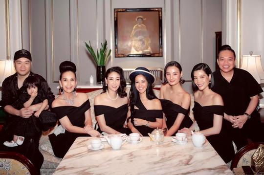 Diva Hồng Nhung xuất hiện rạng rỡ sau thời gian cách ly - Ảnh 1.