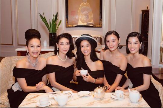 Diva Hồng Nhung xuất hiện rạng rỡ sau thời gian cách ly - Ảnh 4.