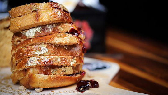 8 triệu một chiếc bánh mì làm từ những nguyên liệu đắt đỏ nhất thế giới - Ảnh 1.
