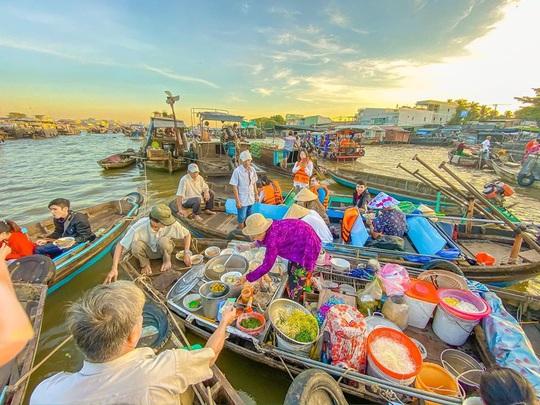 6 khu chợ nổi độc đáo trên thế giới - Ảnh 1.