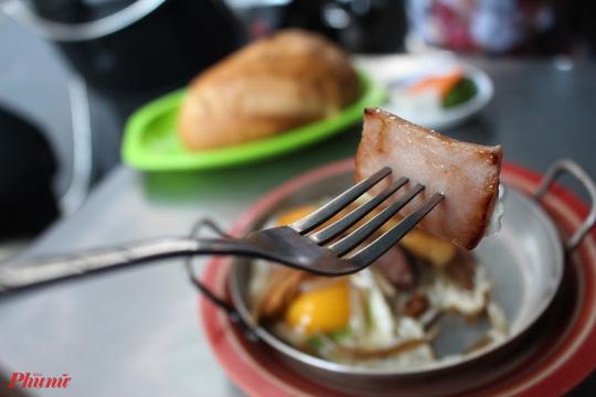 Bánh mì Hòa Mã hơn 60 năm ở Sài Gòn, ngon hay không chỉ là khái niệm! - Ảnh 3.