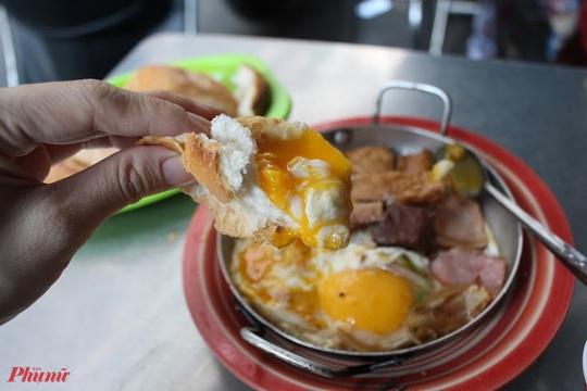 Bánh mì Hòa Mã hơn 60 năm ở Sài Gòn, ngon hay không chỉ là khái niệm! - Ảnh 4.