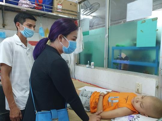 Hơn 93 triệu đồng giúp đỡ hai chị em mắc bệnh nặng ở Bình Định - Ảnh 2.