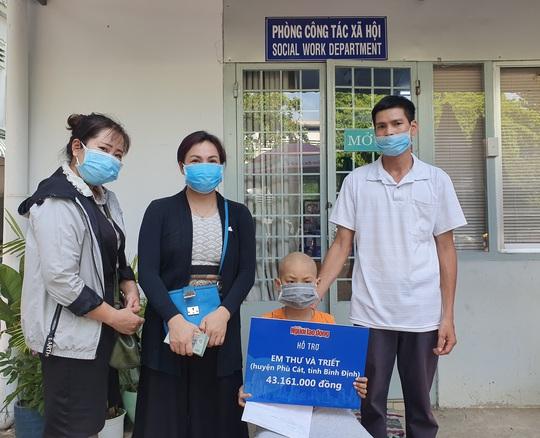 Hơn 93 triệu đồng giúp đỡ hai chị em mắc bệnh nặng ở Bình Định - Ảnh 1.
