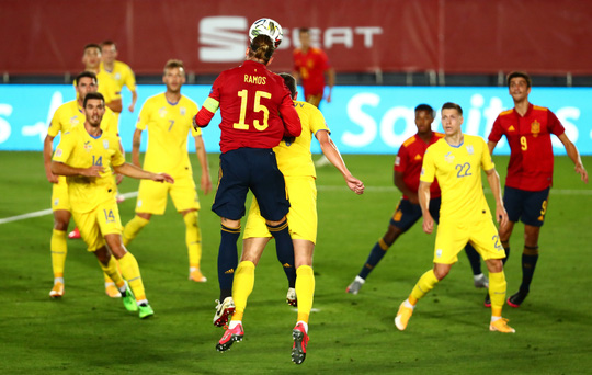 Thần đồng Barcelona tỏa sáng, Tây Ban Nha thắng vùi dập Ukraine - Ảnh 3.