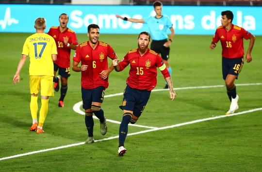 Thần đồng Barcelona tỏa sáng, Tây Ban Nha thắng vùi dập Ukraine - Ảnh 2.