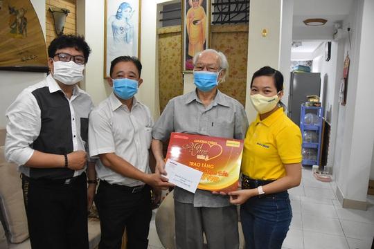 Mai Vàng nhân ái thăm NSND Thái Mạnh Hiển và GS-NGƯT Nguyễn Văn Đời - Ảnh 1.