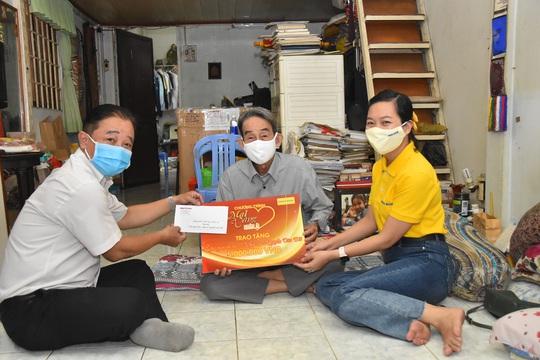 Mai Vàng nhân ái thăm NSND Thái Mạnh Hiển và GS-NGƯT Nguyễn Văn Đời - Ảnh 6.