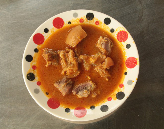 Quán cà ri Ấn Độ hơn 40 năm ở miền Tây lạ, ngon bởi món ăn kèm - Ảnh 2.