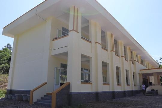 Agribank bàn giao trường tiểu học và trung học cơ sởxã A Ngo, huyện Đakrông,tỉnh Quảng Trị - Ảnh 2.