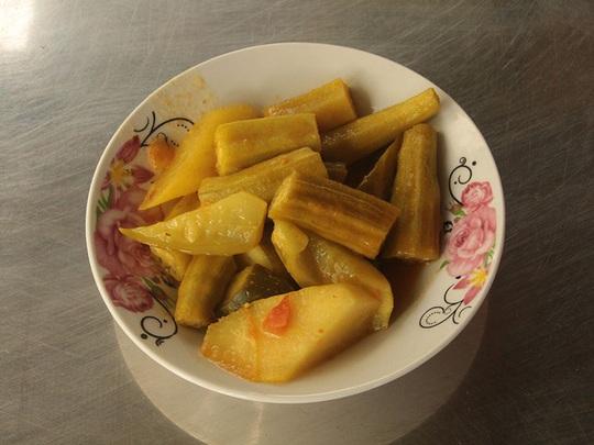 Quán cà ri Ấn Độ hơn 40 năm ở miền Tây lạ, ngon bởi món ăn kèm - Ảnh 3.