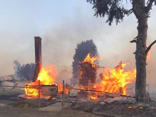 Cháy rừng lan rộng ở Mỹ - Ảnh 1.