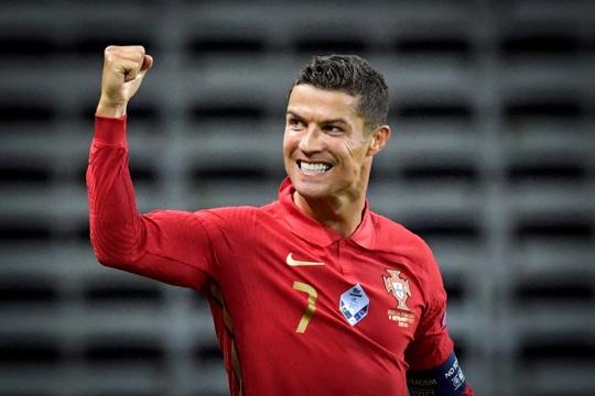 Messi nối gót Ronaldo, trở thành cầu thủ tỷ phú - Ảnh 2.