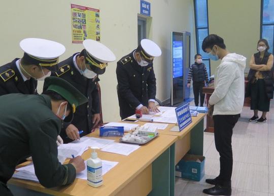 Bộ trưởng Bộ Y tế cùng 4 thứ trưởng sắp kiểm tra việc giám sát, cách ly người nhập cảnh - Ảnh 1.
