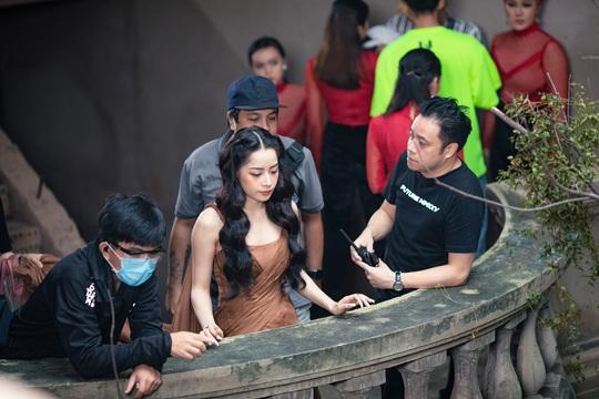 Chi Pu tham gia phim ma thuật, bùa ngải của Victor Vũ - Ảnh 3.