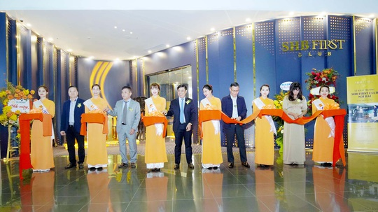 SHB First Club Nội Bài ra mắt phòng chờ sân bay mạ vàng 24K - Ảnh 1.