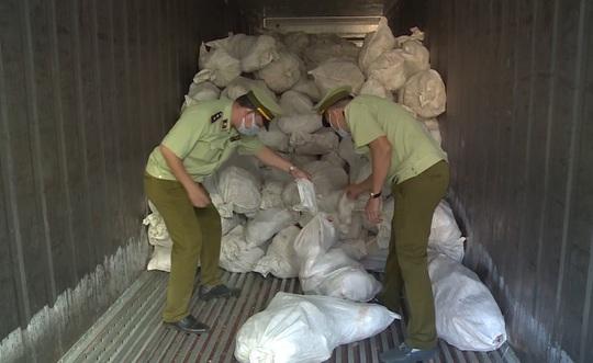 Bình Phước: Bắt hơn 16 tấn thịt gia cầm không rõ nguồn gốc xuất xứ - Ảnh 1.