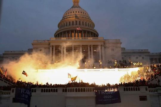 Đằng sau vụ bạo loạn Điện Capitol còn âm mưu không đơn giản? - Ảnh 2.